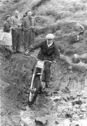Ian Williamson, 249cc Franch-Barnett, on Cheeks Hill, Axe Edge (near Buxton). 1961 Clayton Trial (Photo by B R Nicholls)